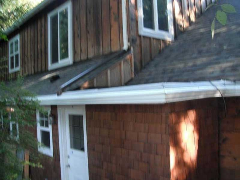 No place for debris to get trapped on this Bothell roofing system