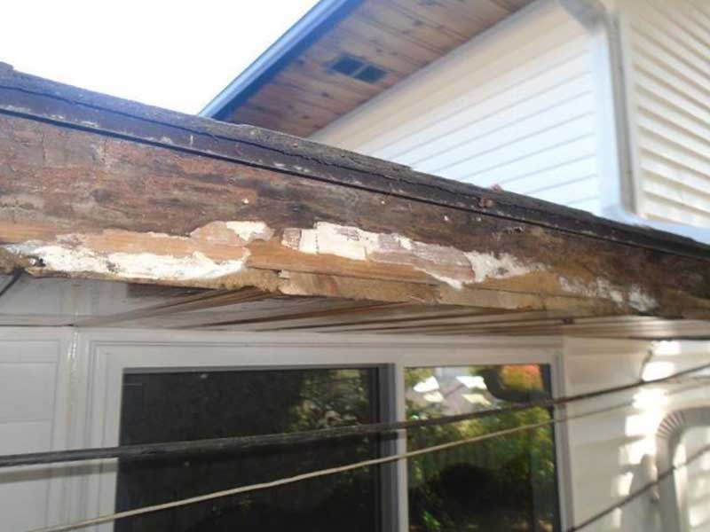 This is what the fascia looked like once the LeafGuard was taken off. As you can see, there is extensive rot to the fascia.
